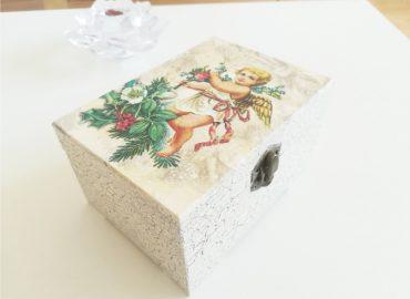 Декупаж върху кутия  - Център Фрейле