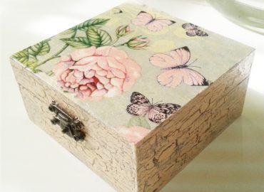 Декупаж върху дървена кутия - Център Фрейле