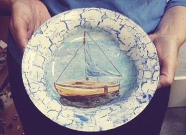 Декупаж върху стъклена чиния - Център Фрейле